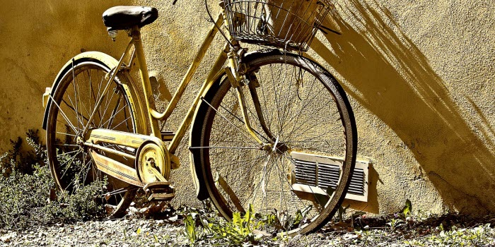 空き地に放置している自転車