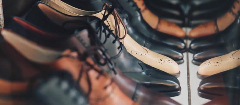 似たような革靴